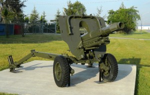 L5_105_mm_Pack_Howitzer,_CFB_Borden,_July_2011_2_(90)